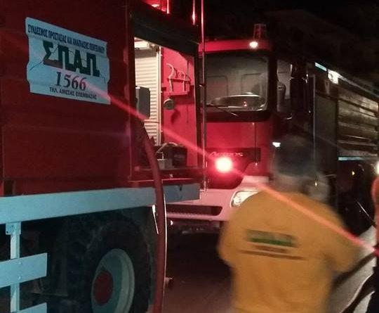 O ΣΠΑΠ συμμετείχε στην προσπάθεια κατάσβεσης πυρκαγιάς που εκδηλώθηκε σε 3 σταθμευμένα οχήματα στο Μαρούσι