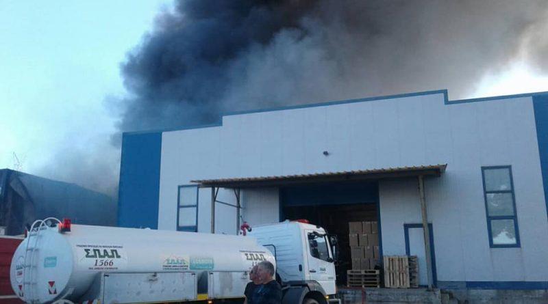 O Σ.Π.Α.Π. συμμετείχε με εθελοντές και οχήματα στην προσπάθεια κατάσβεσης της πυρκαγιάς που ξέσπασε σε αποθήκη χαρτικών στα Γλυκά Νερά