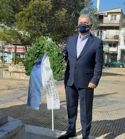 Κατάθεση στεφάνου από τον Πρόεδρο του ΣΠΑΠ, Αντιπρόεδρο του Εποπτικού Συμβουλίου και Πρόεδρο της Επιτροπής Πολιτικής Προστασίας της ΚΕΔΕ Βλάσση Σιώμο στην μνήμη των ηρώων στον εορτασμό της 25ης Μαρτίου στη Νέα Πεντέλη.