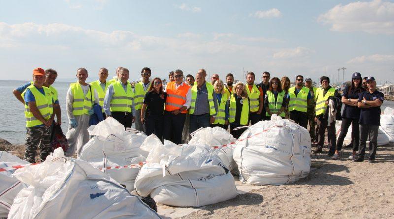 Εθελοντικός Καθαρισμός στην παραλία της Γλυφάδας από τον Σ.Π.Α.Π., την ΚΕΔΕ και το Δήμο Γλυφάδας