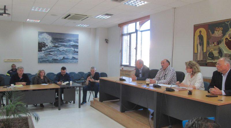 O Πρόεδρος Βλάσσης Σιώμος και στελέχη του ΣΠΑΠ στη σύσκεψη του  Συντονιστικού Τοπικού Οργάνου του Δήμου Ραφήνας Πικερμίου για την προετοιμασία της νέας αντιπυρικής περιόδου
