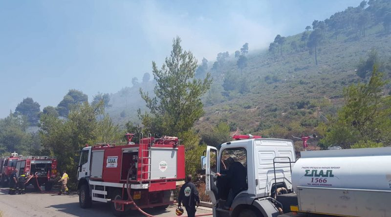O Σ.Π.Α.Π. στην προσπάθεια κατάσβεσης της πυρκαγιάς που ξέσπασε στη περιοχή του Αγίου Πέτρου στη Νέα Μάκρη